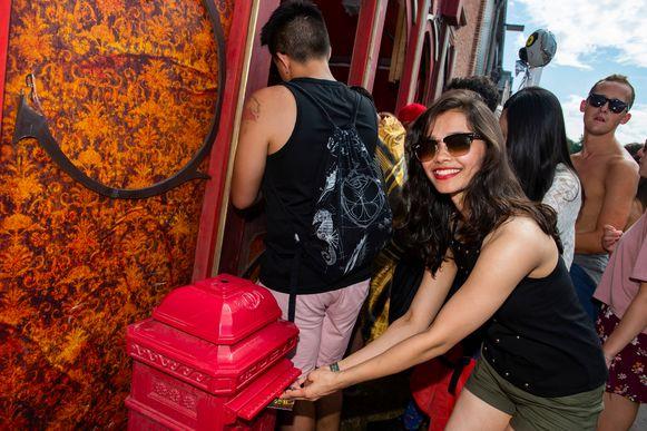 Priyanka (26) post haar briefje, van Tomorrowland helemaal richting India.