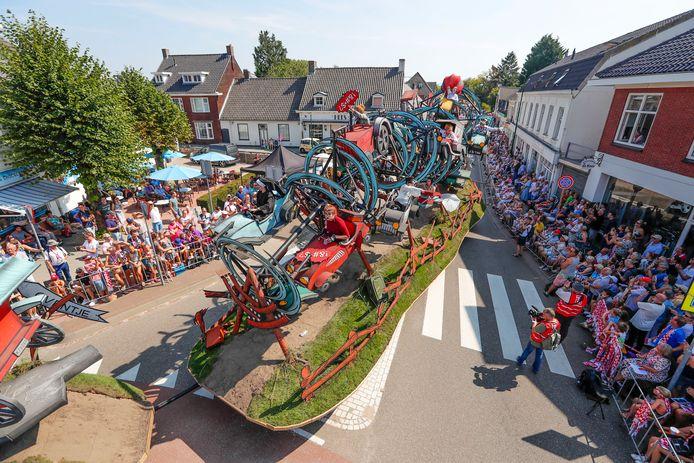 Een Brabantsedag-wagen tijdens de theaterparade van vorig jaar.