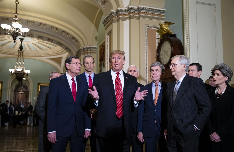 Na een lunch met Republikeinse Congresleden in het Capitool, verklaarde Donald Trump dat zij 'zeer, zeer, eensgezind' achter de gedeeltelijke sluiting van de overheid staan.