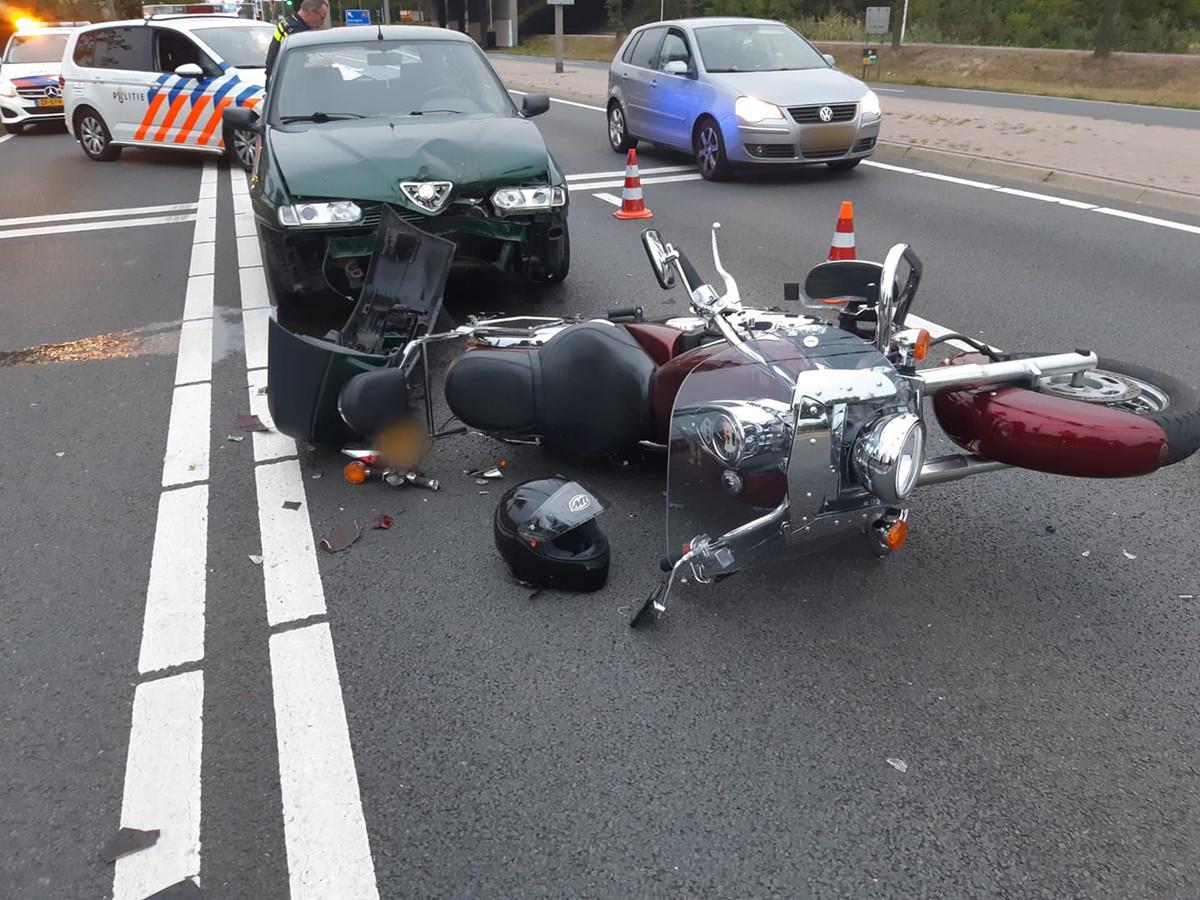 Ongeval tussen auto en motor in Oldenzaal
