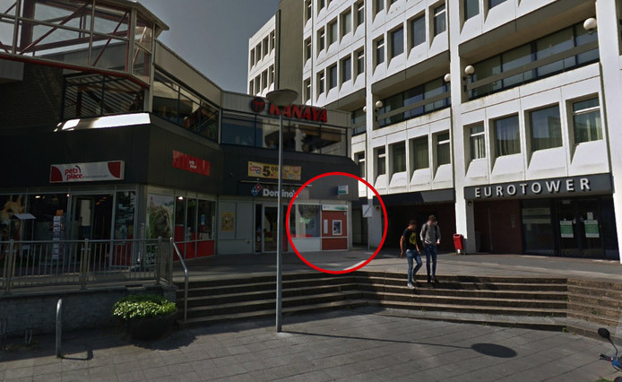 De plofkraak vond plaats bij een pinautomaat in een winkelcentrum in Lelystad.