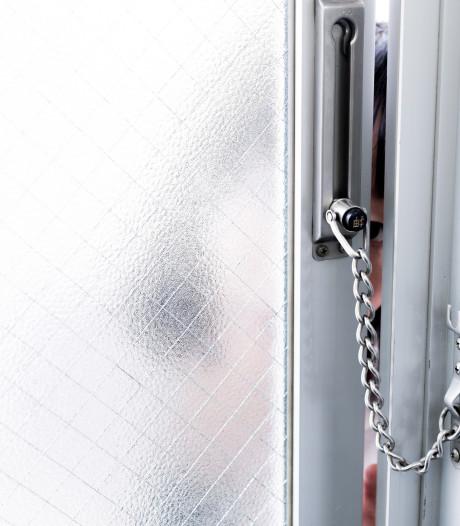 Pas op voor babbeltruc: man gaat deuren langs in Leusderkwartier en bedelt om geld voor treinkaartje