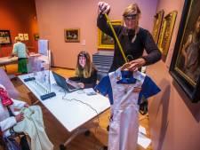 Van aanvoerdersband tot knuffel: Dordtenaren leveren spullen in voor expositie I Love Dordt