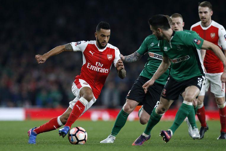 Arsenal-middenvelder Theo Walcott maakte het openingsdoelpunt in de 5-0 thuisoverwinning tegen Lincoln City. Beeld afp