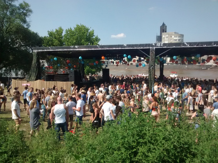 Feestgangers op Free Your Mind