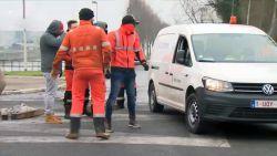 VIDEO. Bestuurder gearresteerd nadat hij pistool bovenhaalt aan stakerspost Meulestedebrug Gent