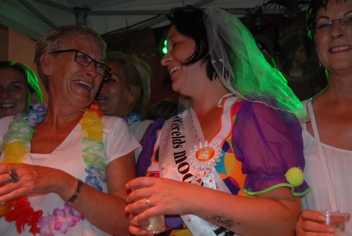Jamie Henkelman viert haar vrijgezellenparty.