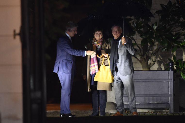 De koning kiest voor een duo liberalen, met name de voorzitters van Kamer en Senaat.