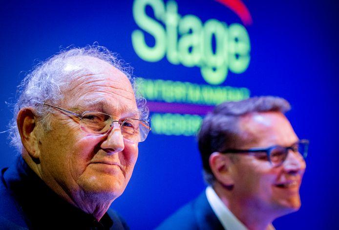Joop van den Ende (L) en Albert Verlinde tijdens de persconferentie waarin ze aankondigen dat hun theaterondernemingen gaan fuseren.