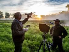 Jagers speuren met drone's naar reekalfjes (om ze te redden van de grasmaaier)