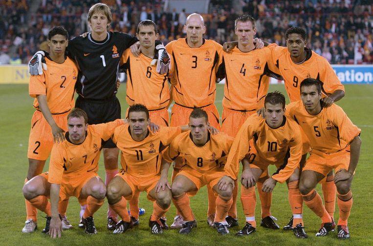 Het Nederlands elftal voorafgaand aan de interland tegen Moldavië in 2003, met op de onderste rij onder anderen Wesley Sneijder en Rafael van der Vaart. Beeld anp