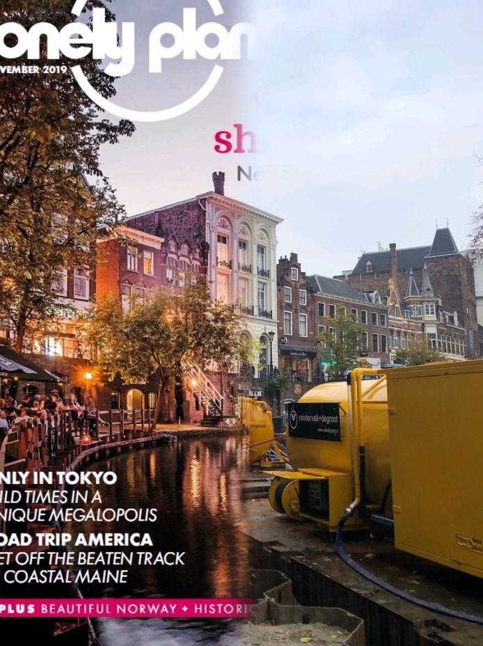 Expectation vs reality in Utrecht. Links de cover van Lonely Planet, rechts hoe het er écht uitziet aan de Oudegracht.