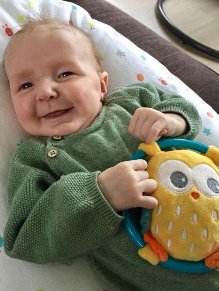 Sam heeft een zeldzame bindweefselaandoening, waardoor hij binnen twee jaar zal komen te overlijden.