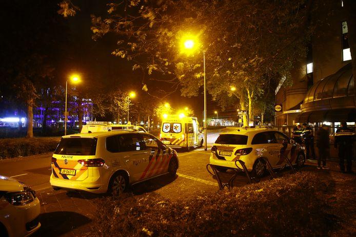 De hulpdiensten bij winkelcentrum Diezerpoort in Zwolle, waar op 25 oktober 2019 een steekpartij plaatsvond.