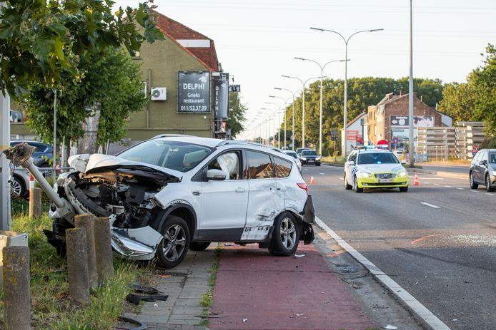 Verscheidene auto's werden genadeloos aan de kant geramd.