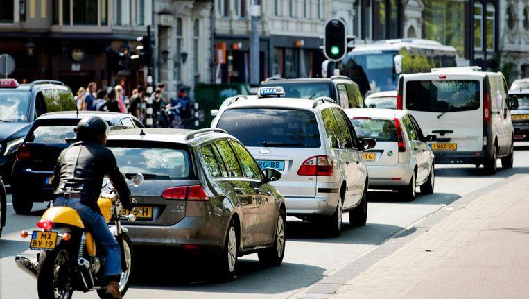 Auto's rijden over de Stadhouderskade. Beeld anp