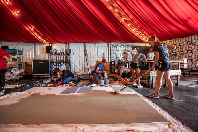Opbouw van het zomerfeest.