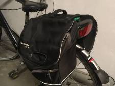 Pas op! Vingervlugge dieven in Amersfoort hebben het gemunt op oudere dames met fietstassen