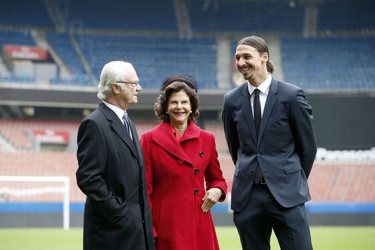 Zlatan Ibrahimovic met de Zweedse koning Carl Gustaf en koningin Silvia.