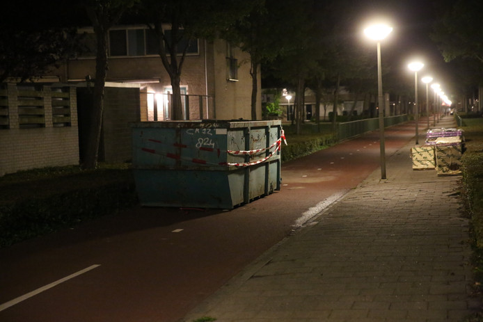 Scooterrijder gewond bij botsing met bouwafvalcontainer