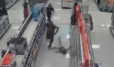 Un homme de 51 ans frappe violemment 2 enfants de 5 et 11 ans dans un magasin