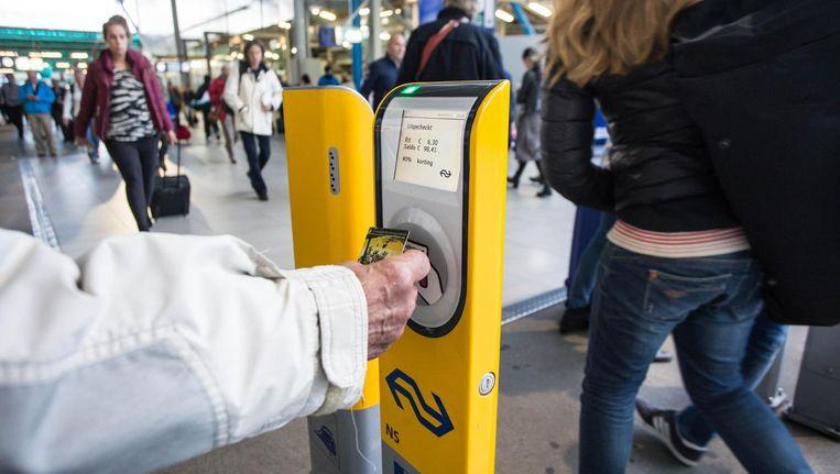 Het zou betekenen dat reizigers per gereisde kilometer 1 tot 2 eurocent meer kwijt zijn dan nu het geval is Beeld anp