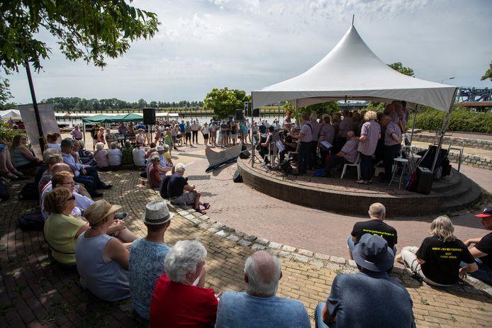 Het was vorig jaar dringen geblazen tijdens het IJsselfestival, dat vanwege de coronacrisis is afgelast.
