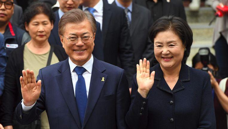 President Moon Jae-In met zijn vrouw Kim Jeong-Sook. Beeld afp
