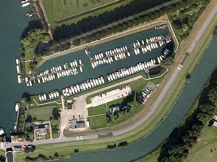 De jachthaven van Waalwijk vanuit de lucht gezien.