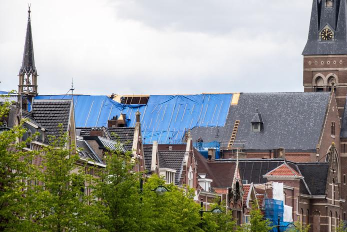 Werkzaamheden aan het dak van de Heilig Hartkerk in Breda.