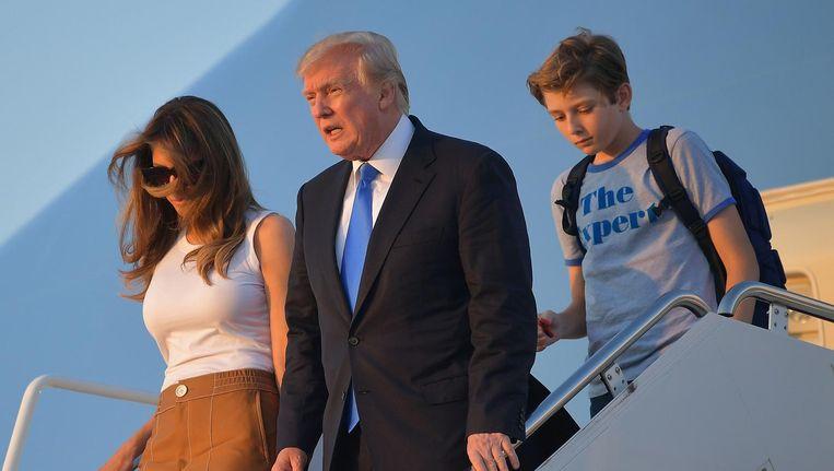 President Trump met zijn vrouw Melania en hun zoon Barron. Beeld null