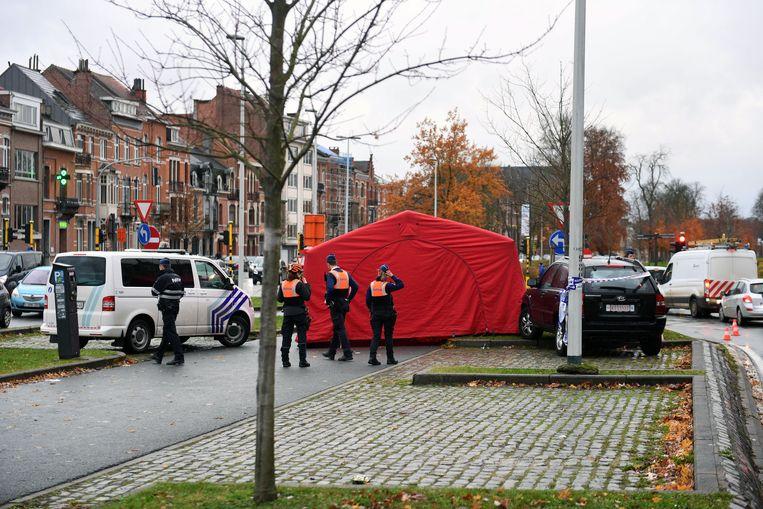 De politie stelde een perimeter in rond de plaats van het ongeval.