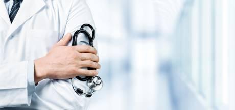 Huisarts betastte intieme plekken vrouwelijke patiënten voor eigen plezier