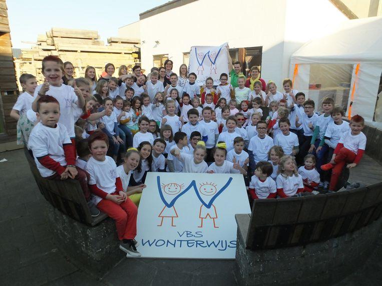 De leerlingen van Wonterwijs met het nieuwe logo.