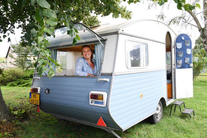 Marieke van der Kooij uit Moergestel pimpt caravans. Van die oude schattige uitgeleefde caravans maakt ze weer iets hips.