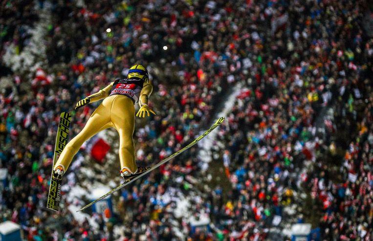 Schansspringer Noriaki Kasai tijdens een sprong. Beeld epa