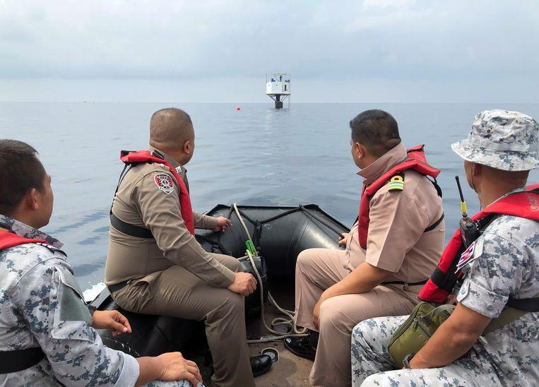 Leden van de Thaise marine tijdens een inspectie van de 'Seastead' afgelopen zaterdag.