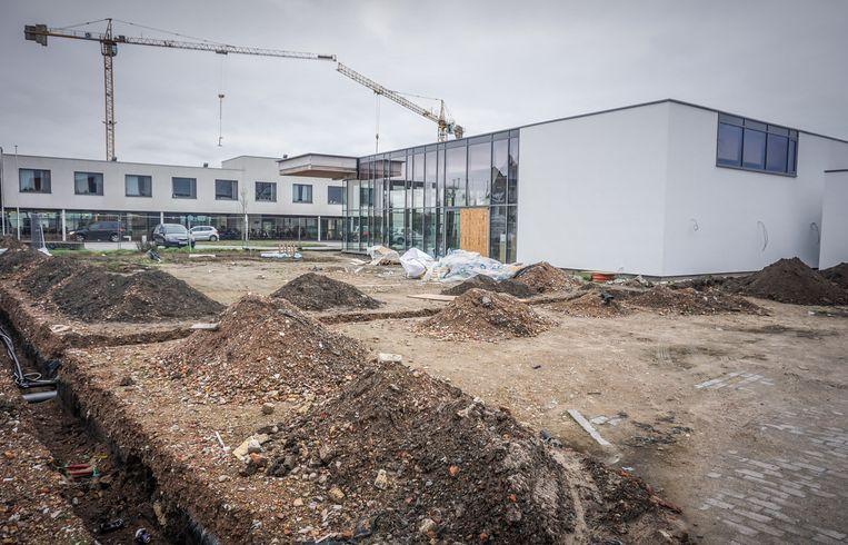 De werken aan het nieuwe dienstencentrum in de Ettelgemstraat, naast woonzorgcentrum Riethove, schieten goed op.