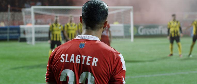 Jermaine Slagter, die in de herfst van zijn carrière is, wordt min of meer het veld afgekeken. Het casino trekt nog heftiger. Beeld
