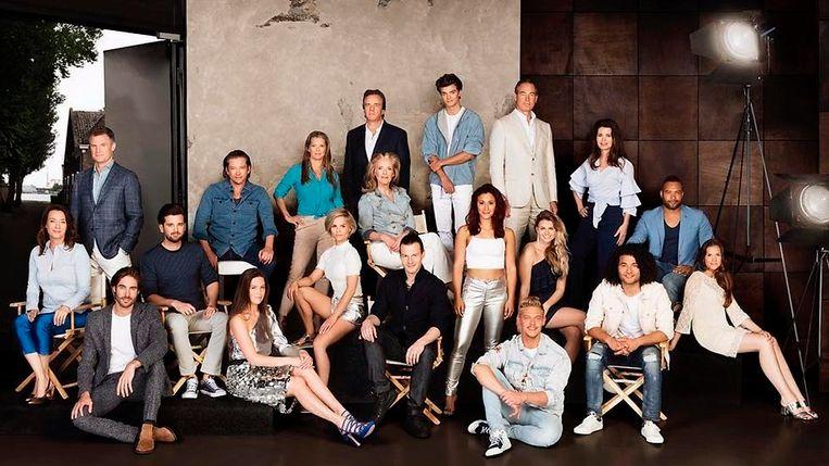 De cast van Goede Tijden Slechte Tijden van dit seizoen. Goede Tijden Slechte Tijden is een van de series waarvoor Post Castelijn Casting werkt. Beeld Endemol