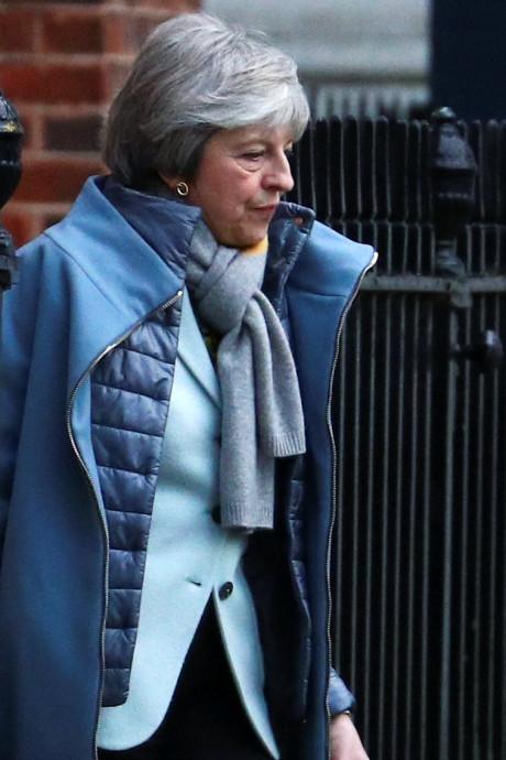 May voert crisisoverleg over brexit, Britse parlementariërs willen no-deal stoppen