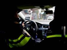 Man schopt agent in gezicht achter stuur van politieauto in Harderwijk