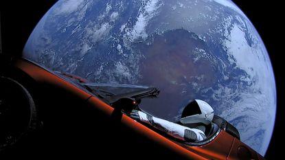 Tesla in de ruimte kán botsen met aarde, maar pas ten vroegste na miljoenen jaren
