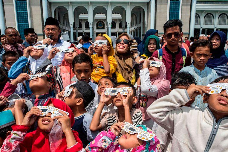Kinderen in Surabaya, een stad op het Indonesisch eiland Java.