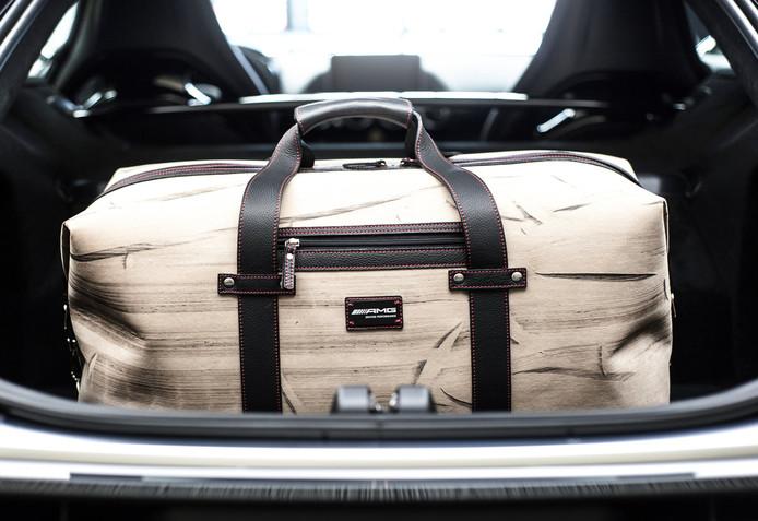 88de8d70738 Deze AMG-tassen zijn overreden, maar kosten toch minimaal 380 euro per stuk  | Auto | bd.nl
