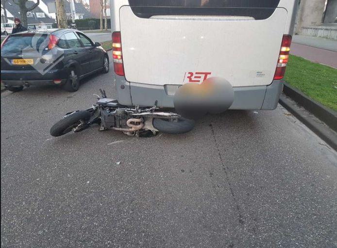Meerdere auto's raakten beschadigd door de wheelie.