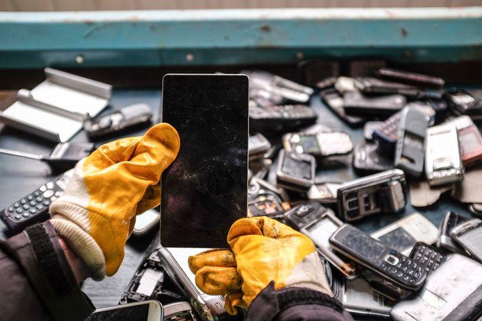 À peine 8% des anciens téléphones portables sont recyclés.