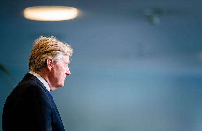 Minister Martin van Rijn voor Medische Zorg trad als PvdA'er toe tot het kabinet. In Nederland is het ongebruikelijk dat een minister geen lid is van een van de regeringspartijen.