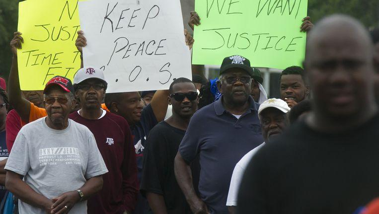 Inwoners van Hearne protesteren tegen de zinloze dood van de hoogbejaarde vrouw.