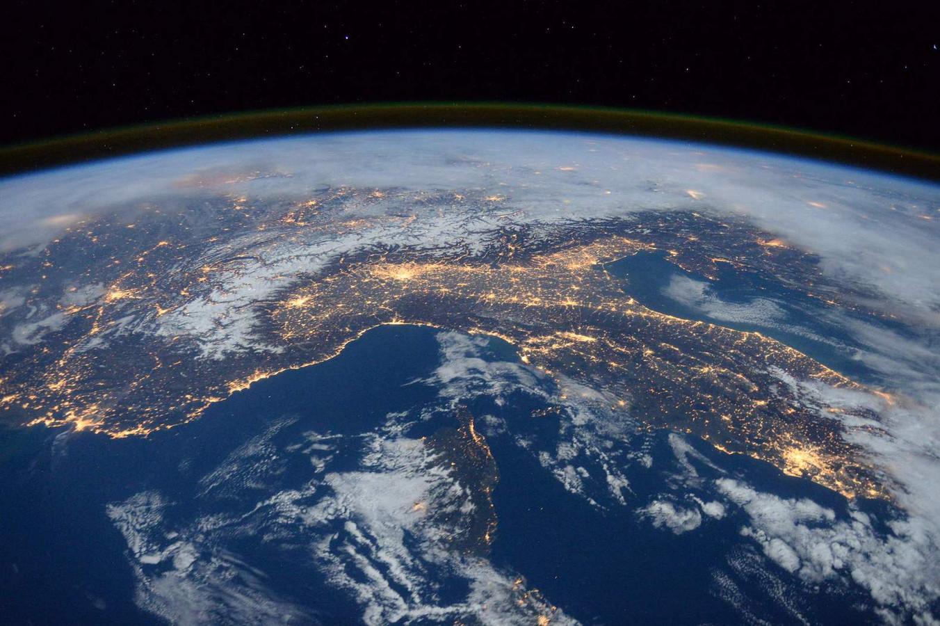 Sterren steeds minder goed te zien door lichtvervuiling foto - Thuis schommelstoel van de wereld ...